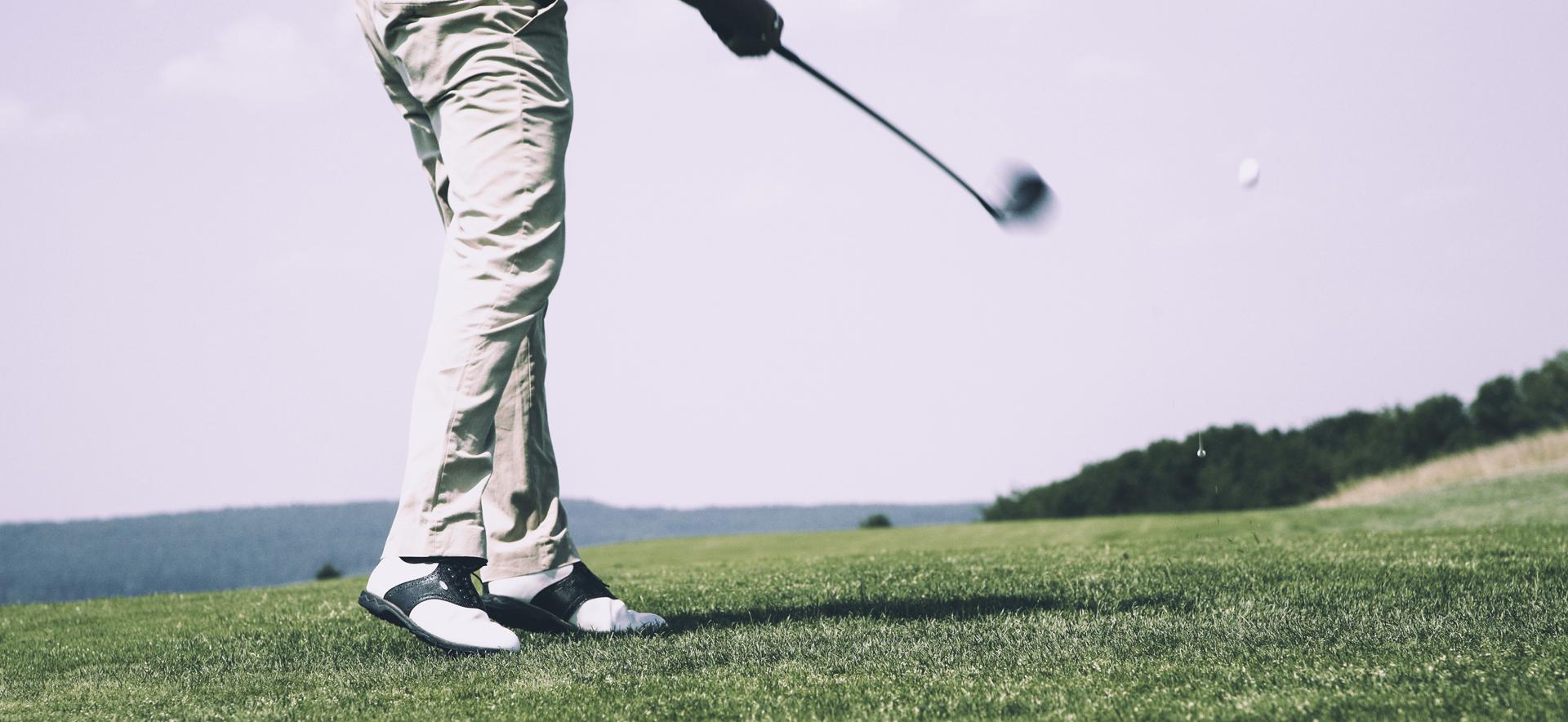 Jouer au golf sur le fairway